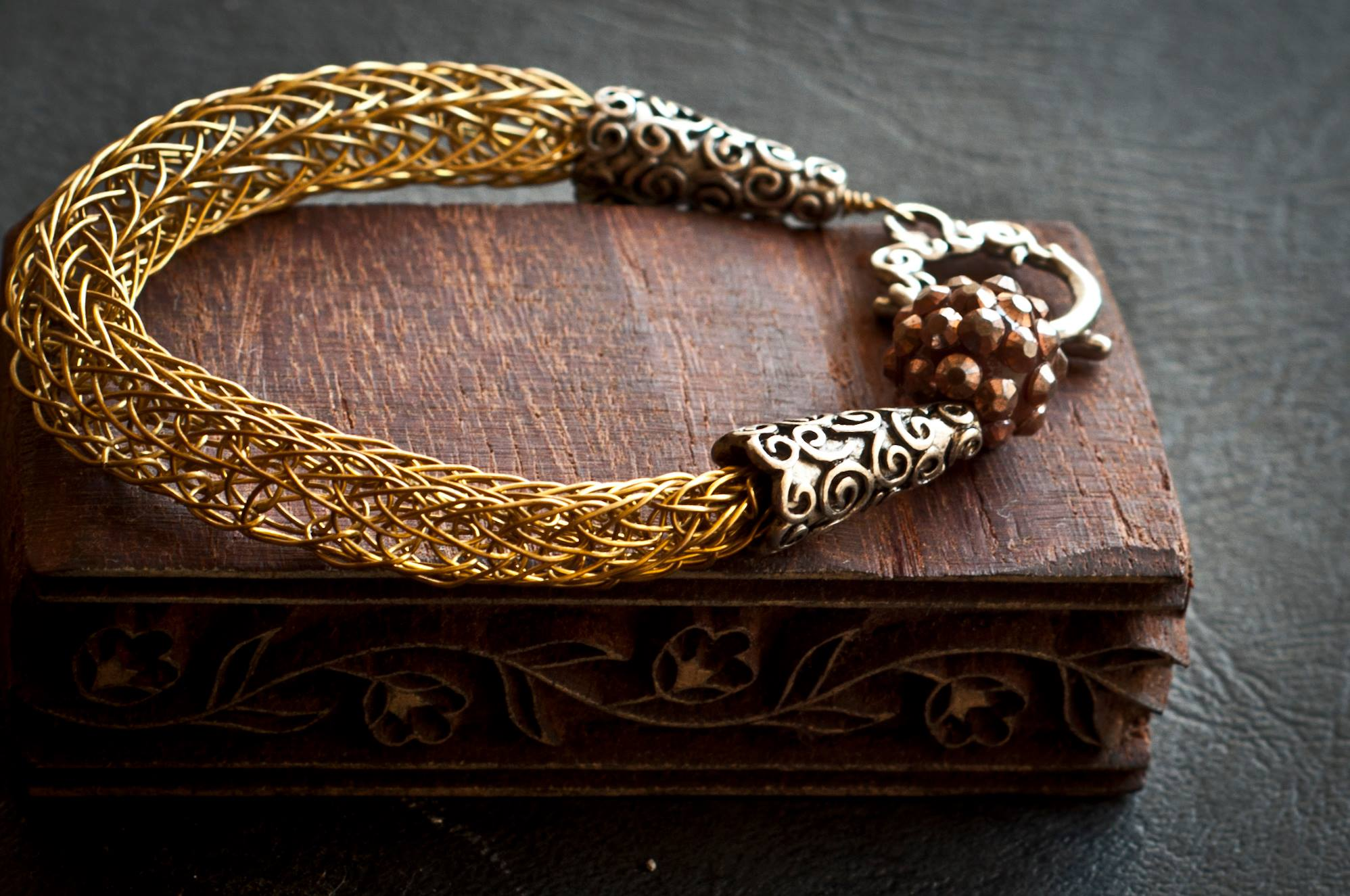 How to make jewellery with viking knit